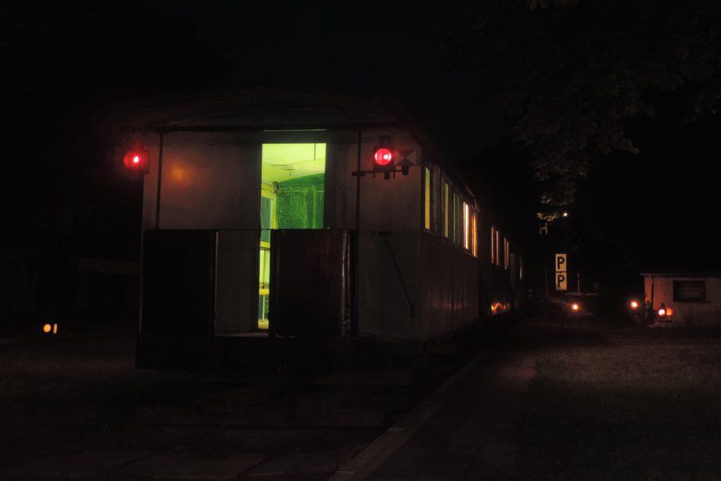 Der letzte Zug des Tages wartet auf Abfahrt. Foto:Seemann